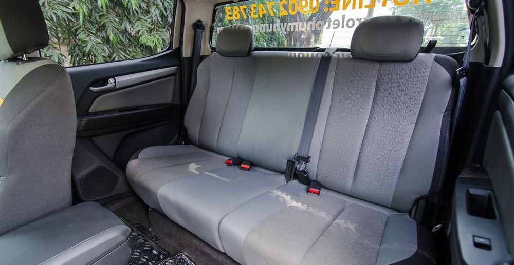 So sánh Chevrolet Colorado 2018 và Mitsubishi Triton 2018 về ghế ngồi 8