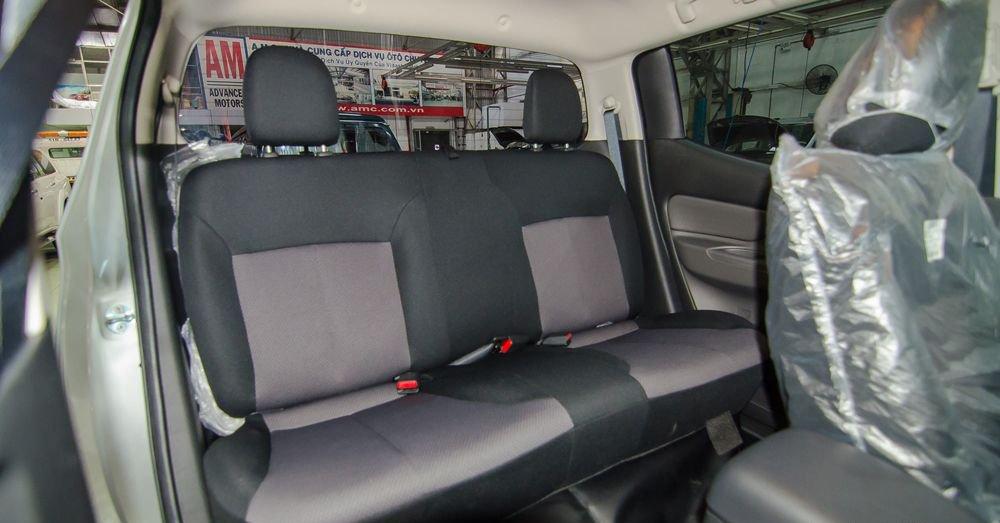 So sánh Chevrolet Colorado 2018 và Mitsubishi Triton 2018 về ghế ngồi 10
