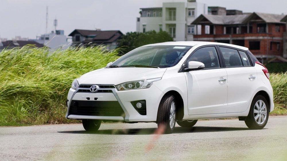 So sánh Toyota Yaris 2018 và Ford Ecosport 2018 về đầu xe.