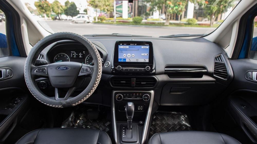 Nội thất Toyota Yaris 2018 trông tương đối đơn giản và thiếu đểm nhấn khi đặt canh Ford Ecosport 2018 3