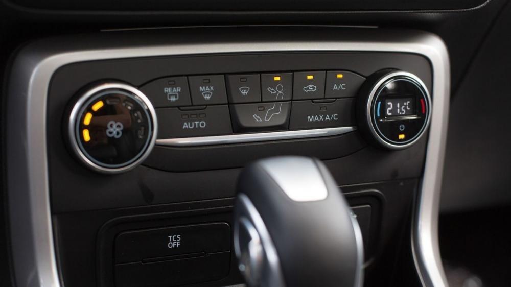 So sánh Toyota Yaris 2018 và Ford Ecosport 2018 về trang bị tiện nghi 8