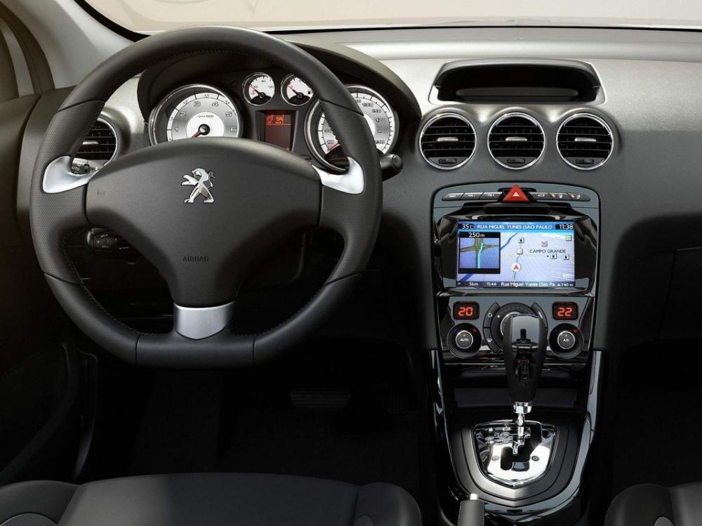 Peugeot 408 2018 sở hữu một khoang nội thất rộng rãi 1