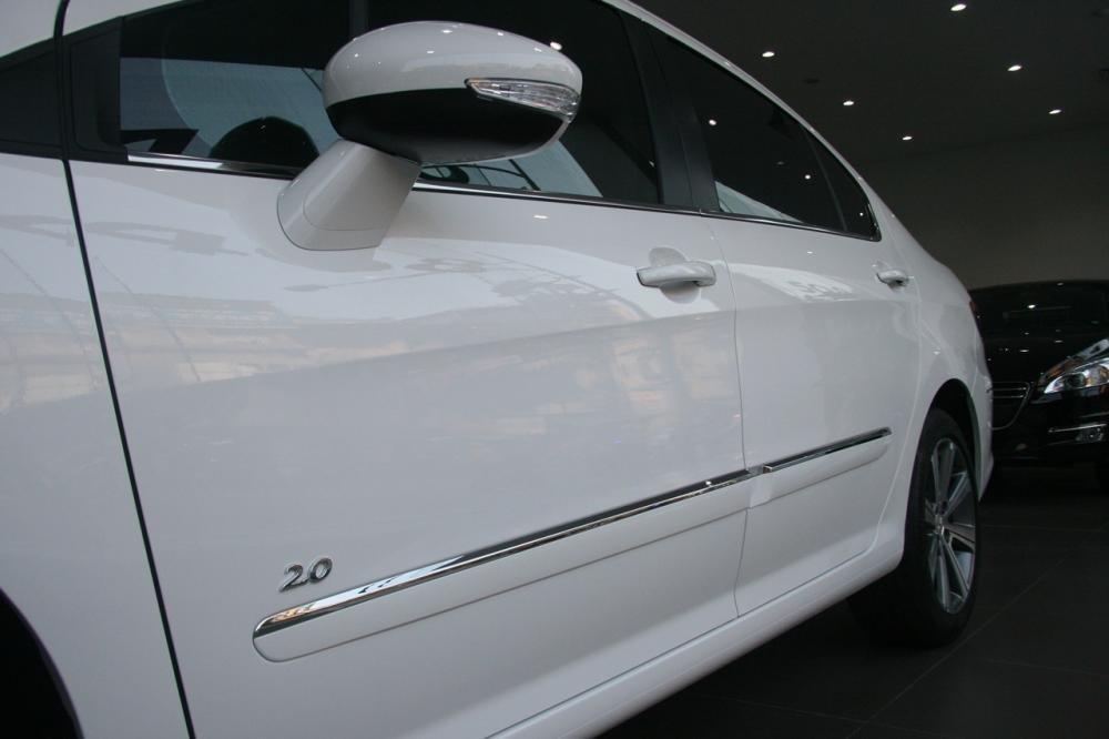 Đánh giá Peugeot 408 2018: Gương chiếu hậu và đường crom sang trọng 1