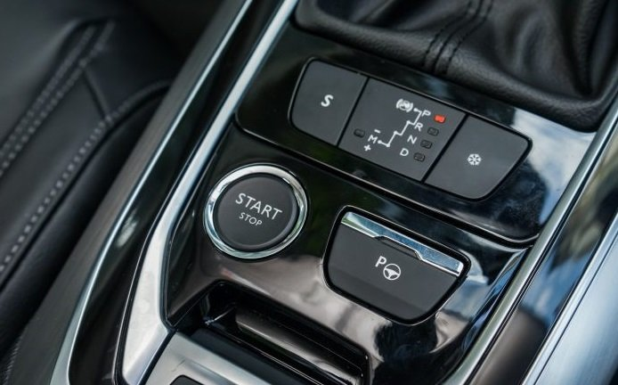 Đánh giá Peugeot 408 2018: Nút khởi động Start/Stop 1