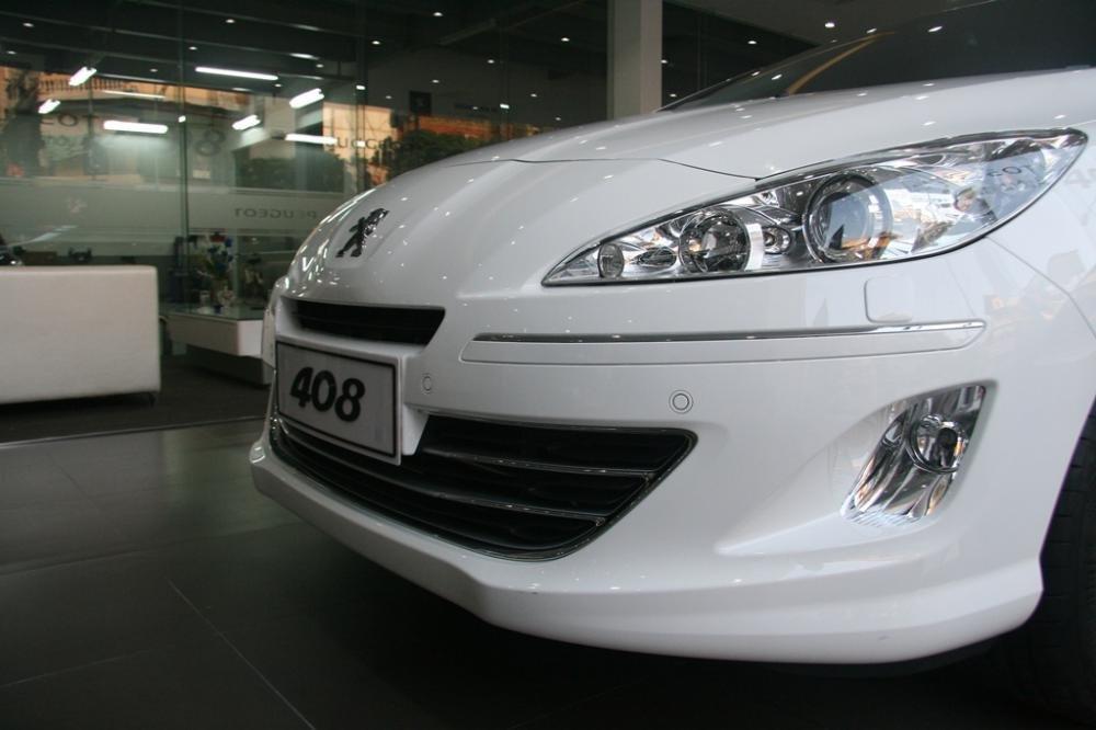 Đánh giá Peugeot 408 2018: Cụm đèn sương mù 1