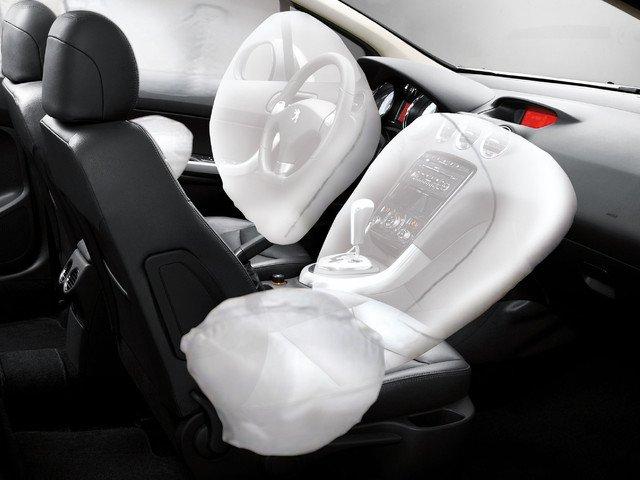 Đánh giá Peugeot 408 2018: 6 túi khí được phân bổ ở các vị trí sang trong 1