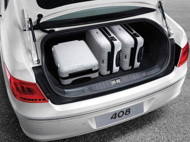 Đánh giá Peugeot 408 2018: Không gian chứa đồ hữu dụng khi có thể 562L và có thể mở rộng thêm 1