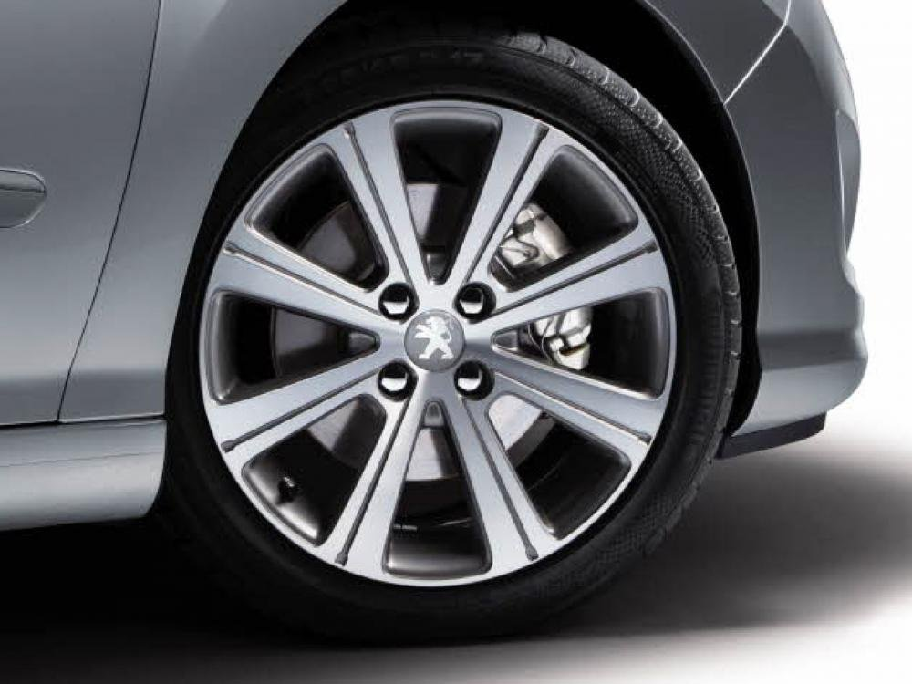 Đánh giá Peugeot 408 2018: La-zăng hợp kim nhôm 8 chấu, đậm chất thể thao 1