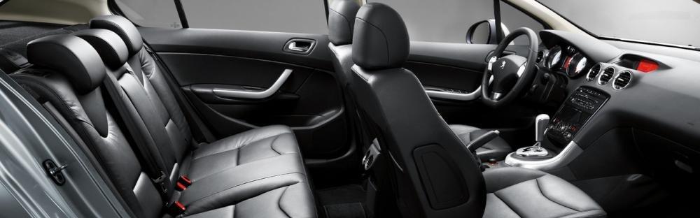 Đánh giá Peugeot 408 2018: Toàn bộ ghế ngồi được bọc da, đi kèm tựa đầu 1