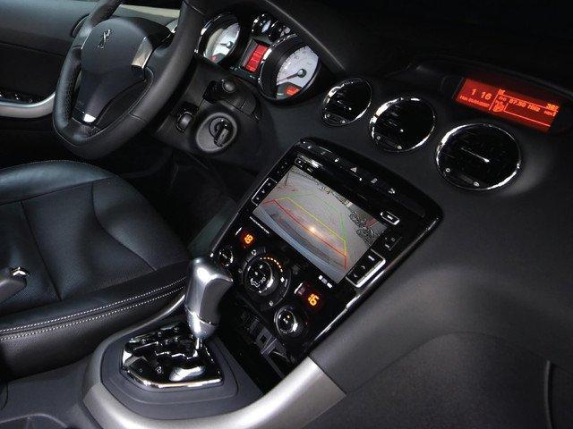 Đánh giá Peugeot 408 2018: Hệ thống thông tin giải trí 1