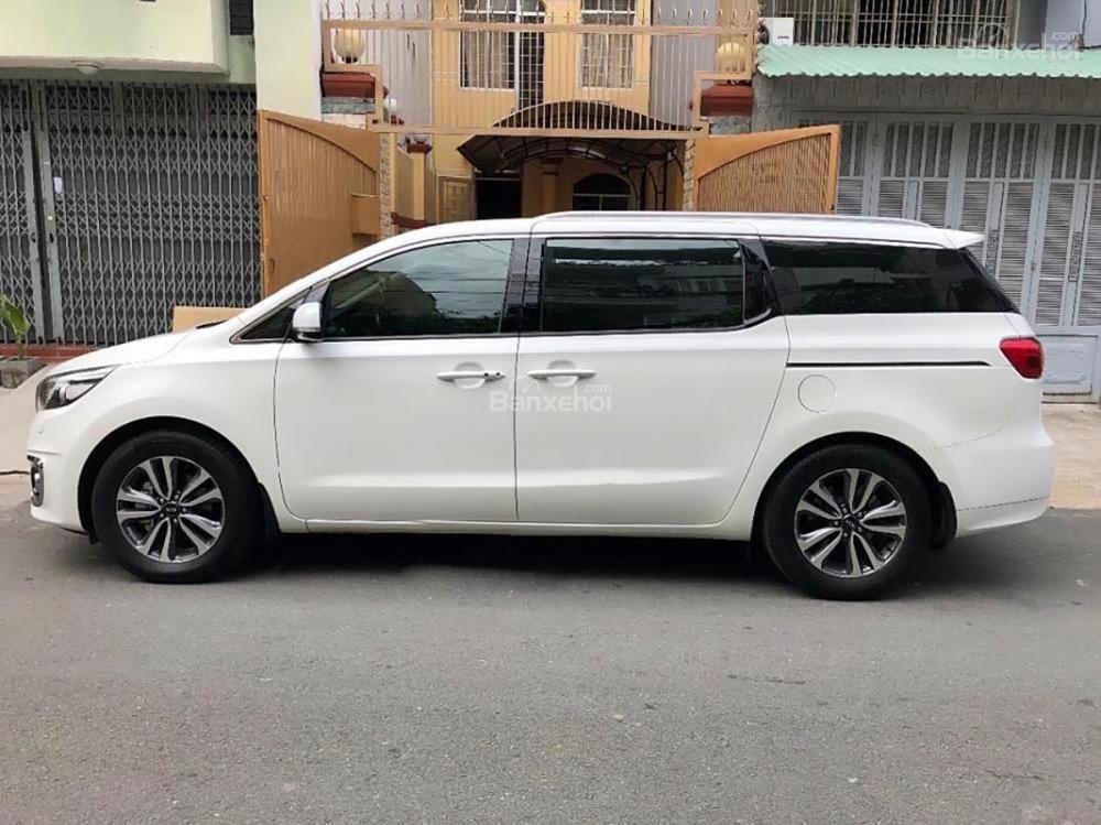 Bán ô tô Kia Sedona 2.2L DATH năm 2017, màu trắng còn mới-1