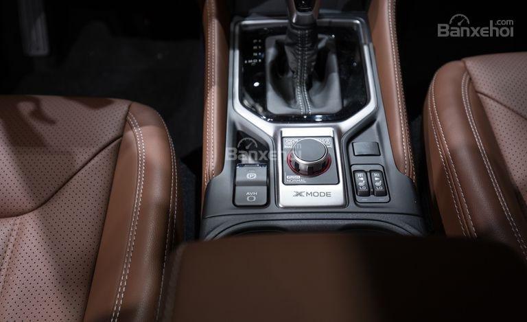 Đánh giá xe Subaru Forester 2019: Cần gạt số.