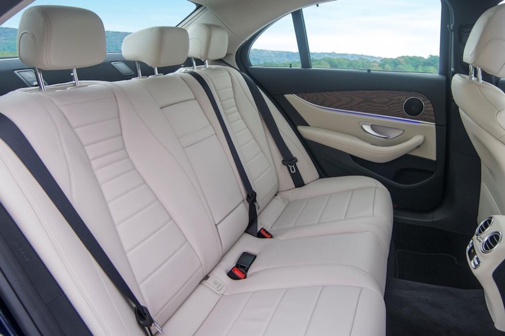 Đánh giá xe Mercedes-Benz E200 2018 về ghế ngồi a3