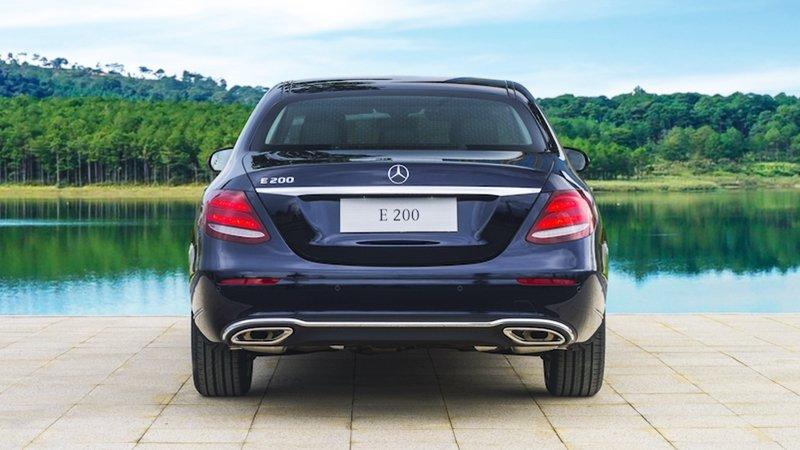 Đuôi xe xe Mercedes-Benz E200 2018
