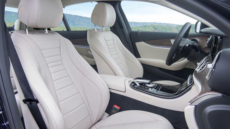 Đánh giá xe Mercedes-Benz E200 2018 về ghế ngồi a1