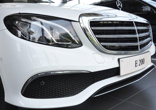 Đánh giá xe Mercedes-Benz E200 2018: Đèn pha full-LED .
