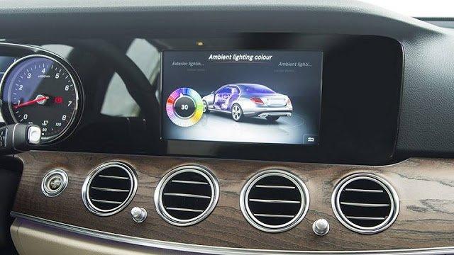 Đánh giá xe Mercedes-Benz E200 2018: Màn hình giải trí cảm ứng 8,4 inch.