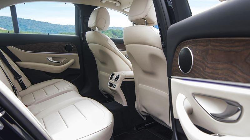 Đánh giá xe Mercedes-Benz E200 2018 về ghế ngồi a2