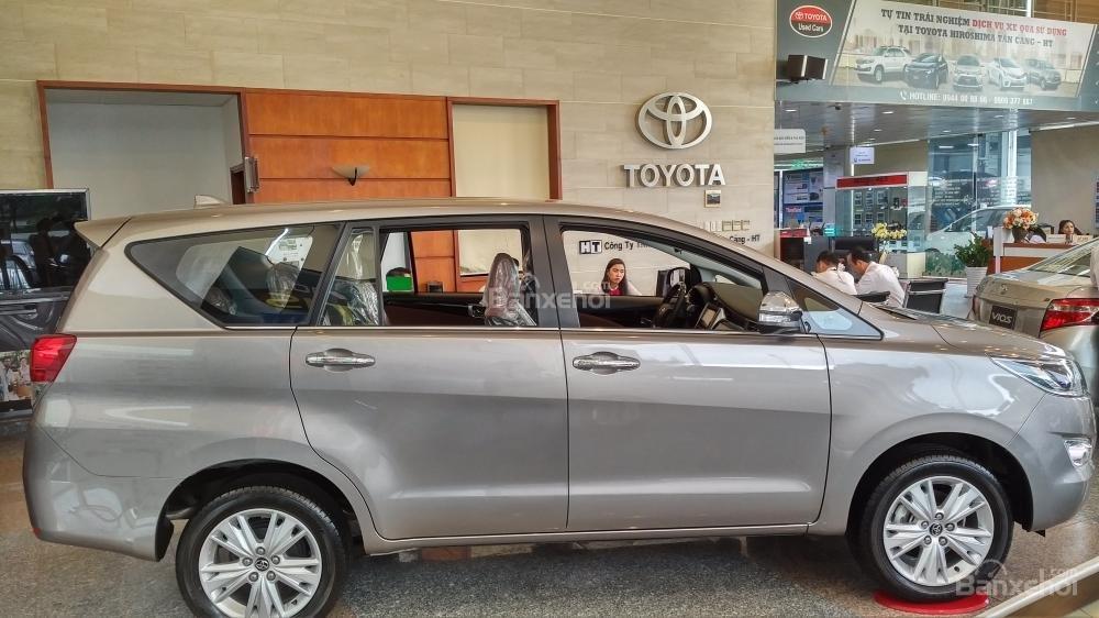 """""""Hot"""" bán Toyota Innova 2.0E 2020 - giá 706 triệu và quà tặng theo xe - vay 80% - liên hệ 0902750051 (4)"""