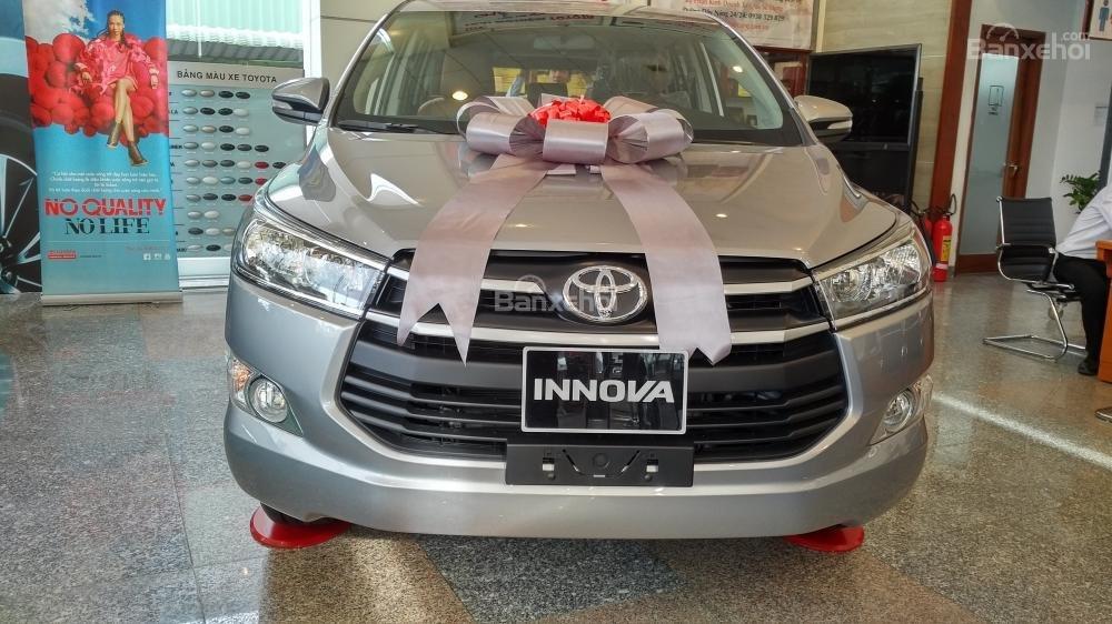 """""""Hot"""" bán Toyota Innova 2.0E 2020 - giá 706 triệu và quà tặng theo xe - vay 80% - liên hệ 0902750051 (1)"""