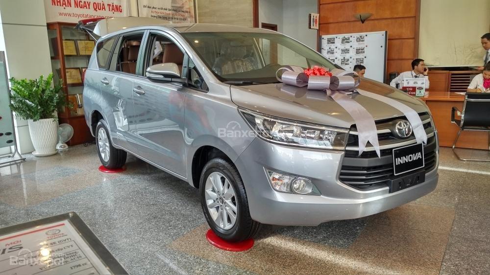 """""""Hot"""" bán Toyota Innova 2.0E 2020 - giá 706 triệu và quà tặng theo xe - vay 80% - liên hệ 0902750051 (2)"""
