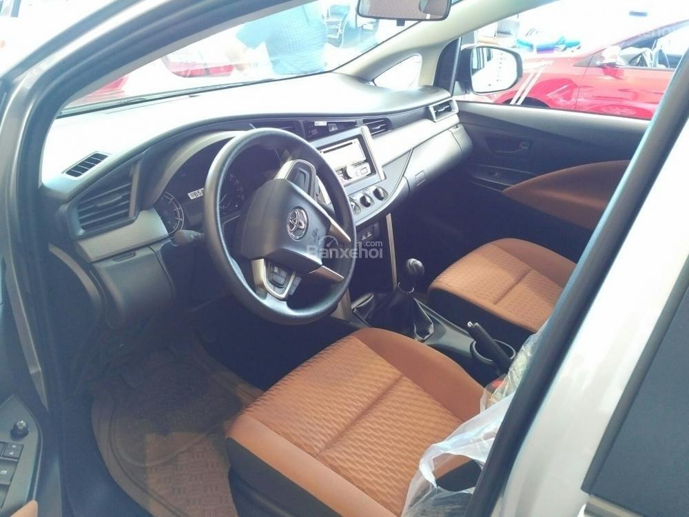 """""""Hot"""" bán Toyota Innova 2.0E 2020 - giá 706 triệu và quà tặng theo xe - vay 80% - liên hệ 0902750051 (6)"""