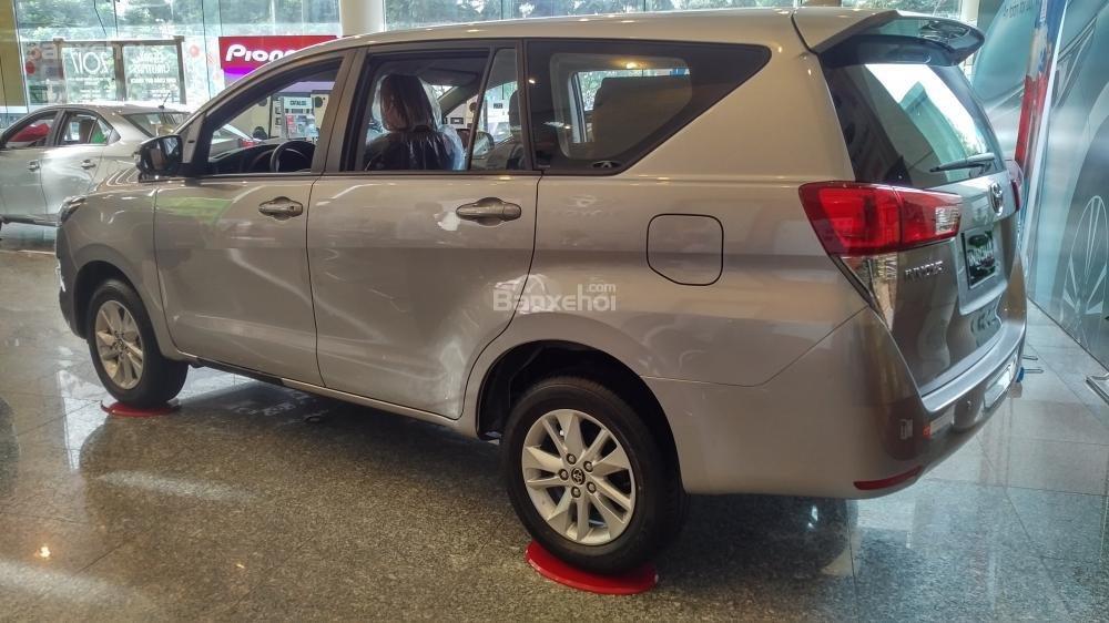 """""""Hot"""" bán Toyota Innova 2.0E 2020 - giá 706 triệu và quà tặng theo xe - vay 80% - liên hệ 0902750051 (3)"""