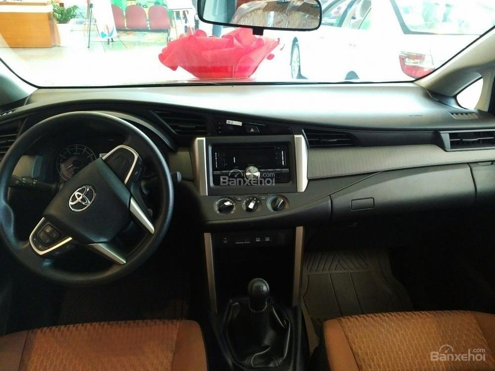 """""""Hot"""" bán Toyota Innova 2.0E 2020 - giá 706 triệu và quà tặng theo xe - vay 80% - liên hệ 0902750051 (9)"""