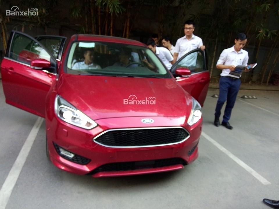 Bán Ford Focus Trend màu đỏ, 570 triệu, hay combo PK chính hãng: Ghế da, DVD, BHVC, 3M, LH Mr. Quyết 0979 572 297-0