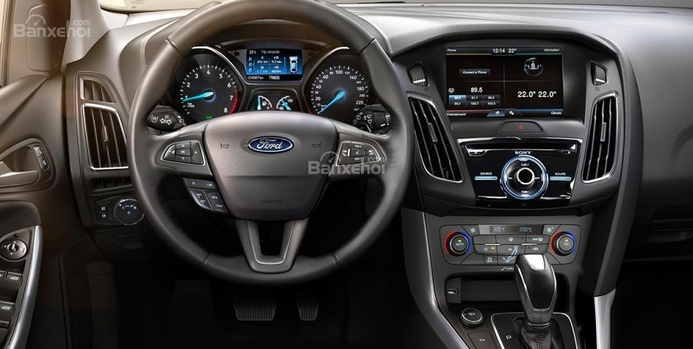 Bán Ford Focus Trend màu đỏ, 570 triệu, hay combo PK chính hãng: Ghế da, DVD, BHVC, 3M, LH Mr. Quyết 0979 572 297-4
