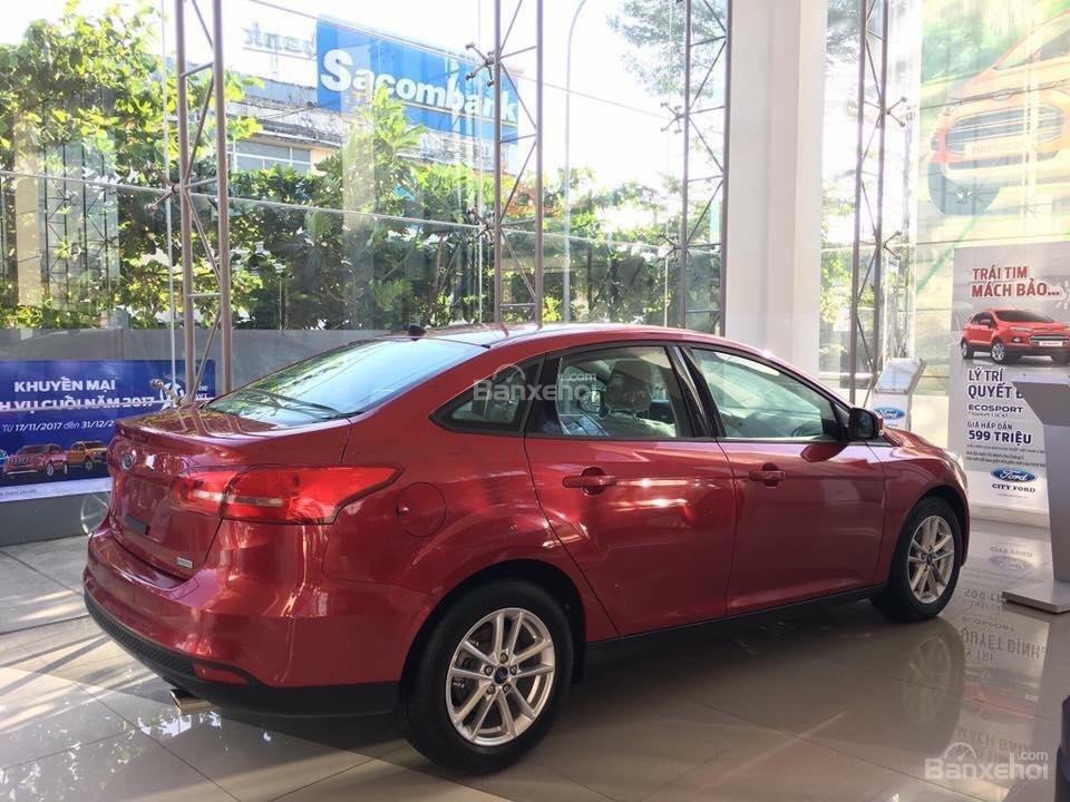 Bán Ford Focus Trend màu đỏ, 570 triệu, hay combo PK chính hãng: Ghế da, DVD, BHVC, 3M, LH Mr. Quyết 0979 572 297-6