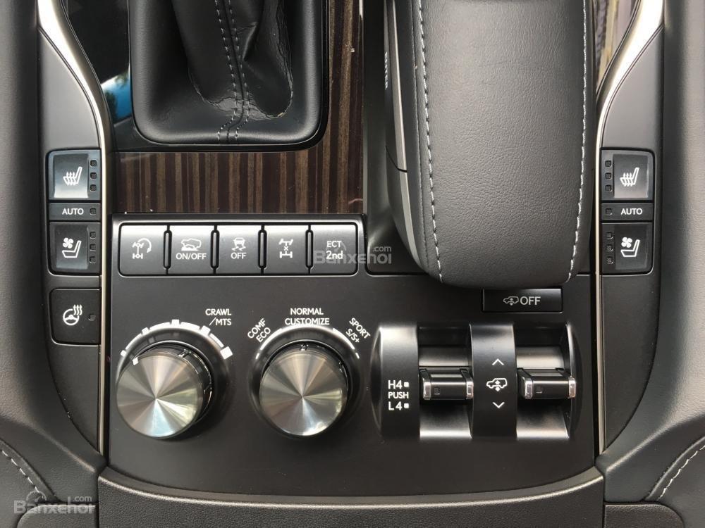Bán ô tô Lexus LX 570 sản xuất năm 2018, màu đen, nhập khẩu Mỹ nguyên chiếc-16