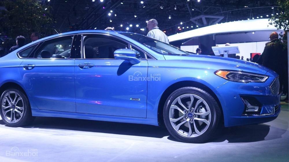 Ford Fusion 2019 rò rỉ giá bán chi tiết - Ảnh 1.