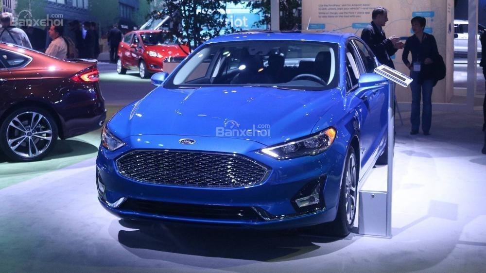 Ford Fusion 2019 rò rỉ giá bán chi tiết.