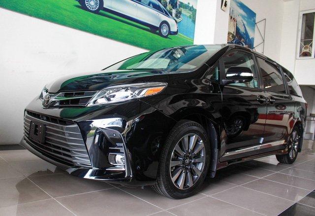 Mẫu MPV Toyota Sienna Limited 2018 vừa cập bến Việt Nam có giá 4 tỷ đồng.