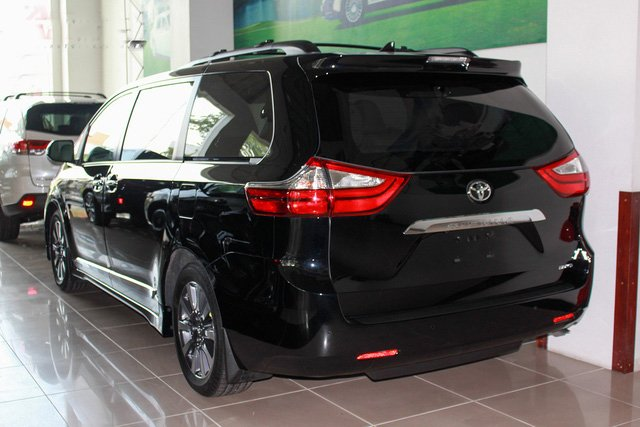 Mẫu MPV Toyota Sienna Limited 2018 vừa cập bến Việt Nam có giá 4 tỷ đồng - Ảnh 3.