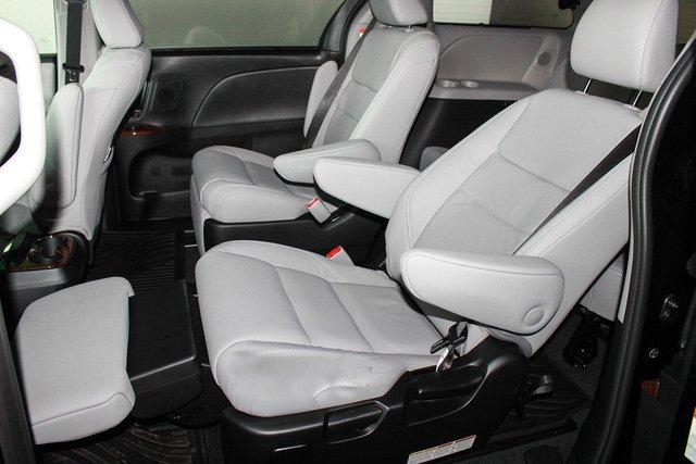 Mẫu MPV Toyota Sienna Limited 2018 vừa cập bến Việt Nam có giá 4 tỷ đồng - Ảnh 10.