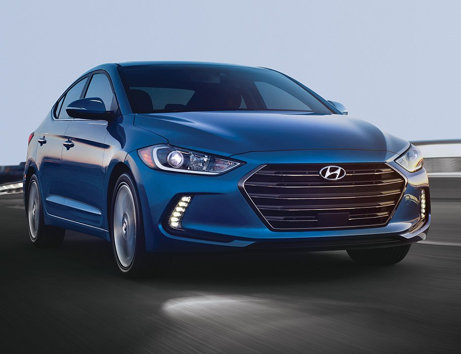 So sánh xe Hyundai Elantra 2.0AT 2018 và Kia Cerato 2.0L 6AT 2018 về thân xe.