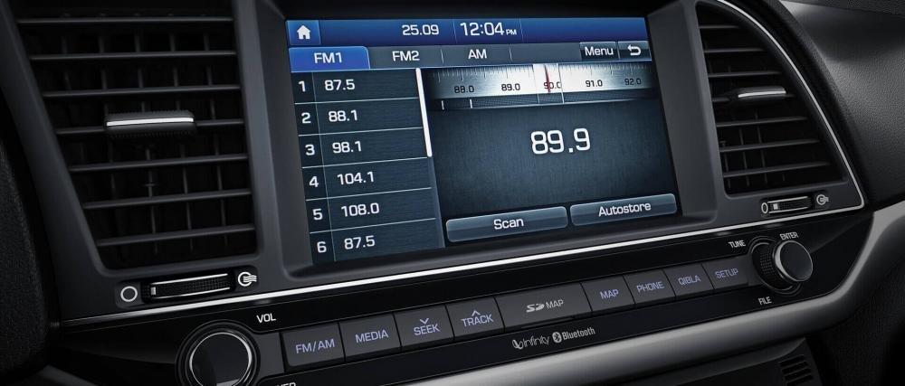 So sánh xe Hyundai Elantra 2.0AT 2018 và Kia Cerato 2.0L 6AT 2018 về tính năng tiện nghi.
