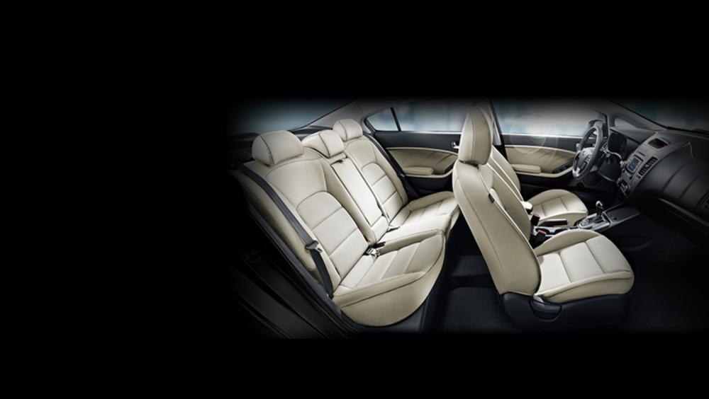 So sánh xe Hyundai Elantra 2.0AT 2018 và Kia Cerato 2.0L 6AT 2018 về ghế ngồi.