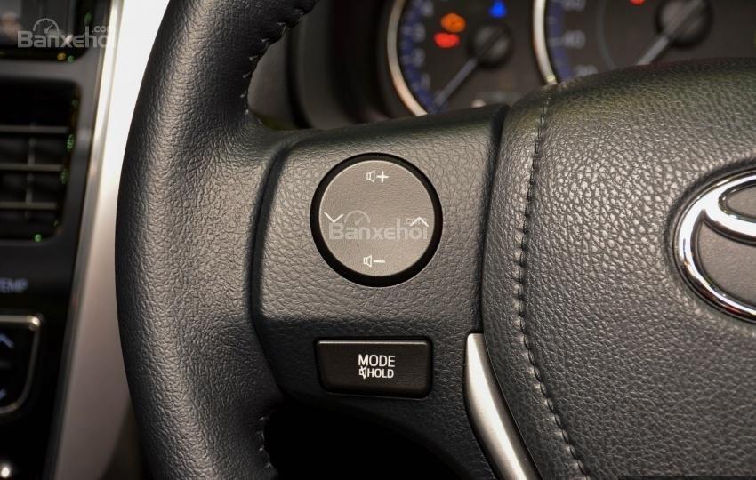 Đánh giá xe Toyota Vios 2018: Vô lăng xe.
