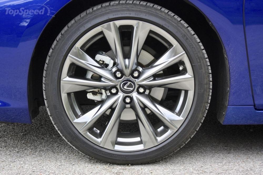Lexus ES 2019 thể thao có mâm xe hợp kim 19 inch