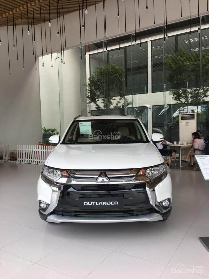 Cần bán Mitsubishi 2.0 Premium đời 2018, giá chỉ 941 triệu-2