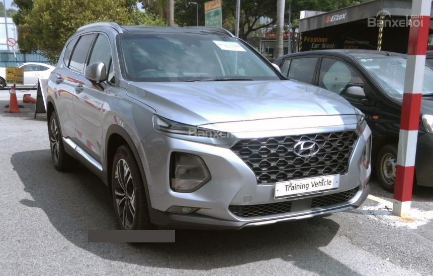Hyundai Santa Fe, Kona, Veloster mới bị bắt gặp chạy thử tại Malaysia.