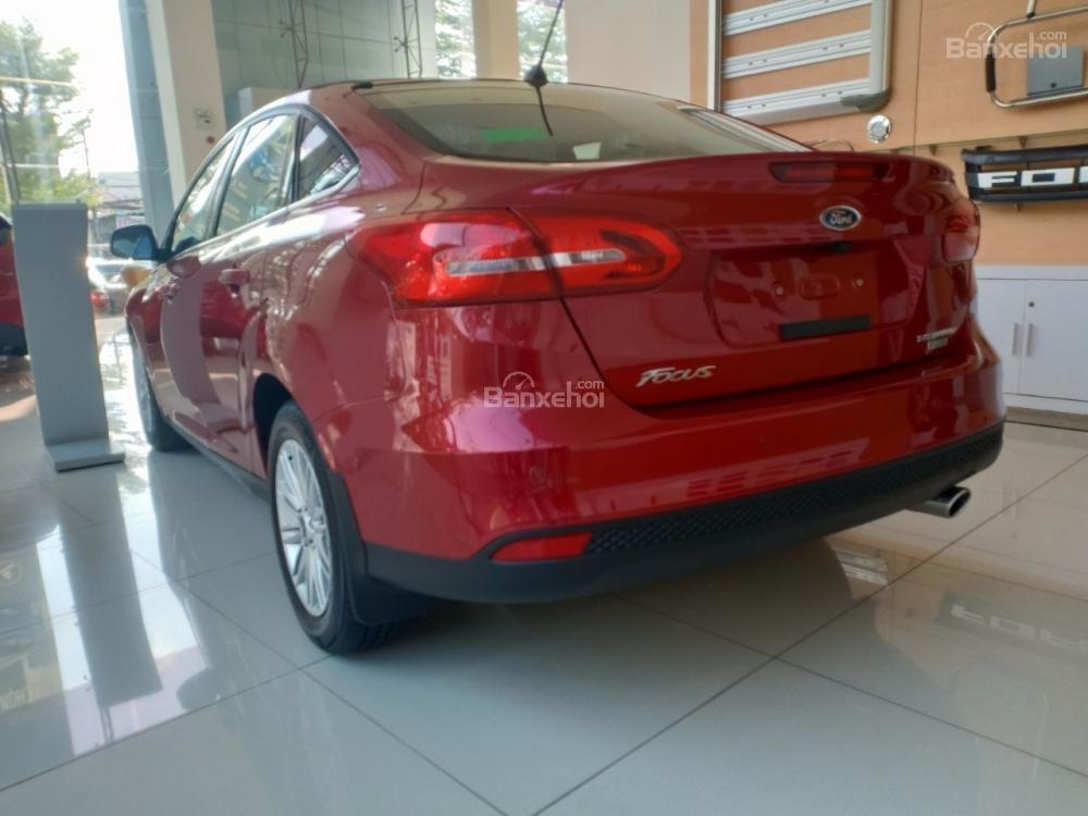 Bán Ford Focus, giá giảm sâu, quà tặng trị giá 113 triệu, liên hệ ngay Xuân Liên 0963 241 349-2