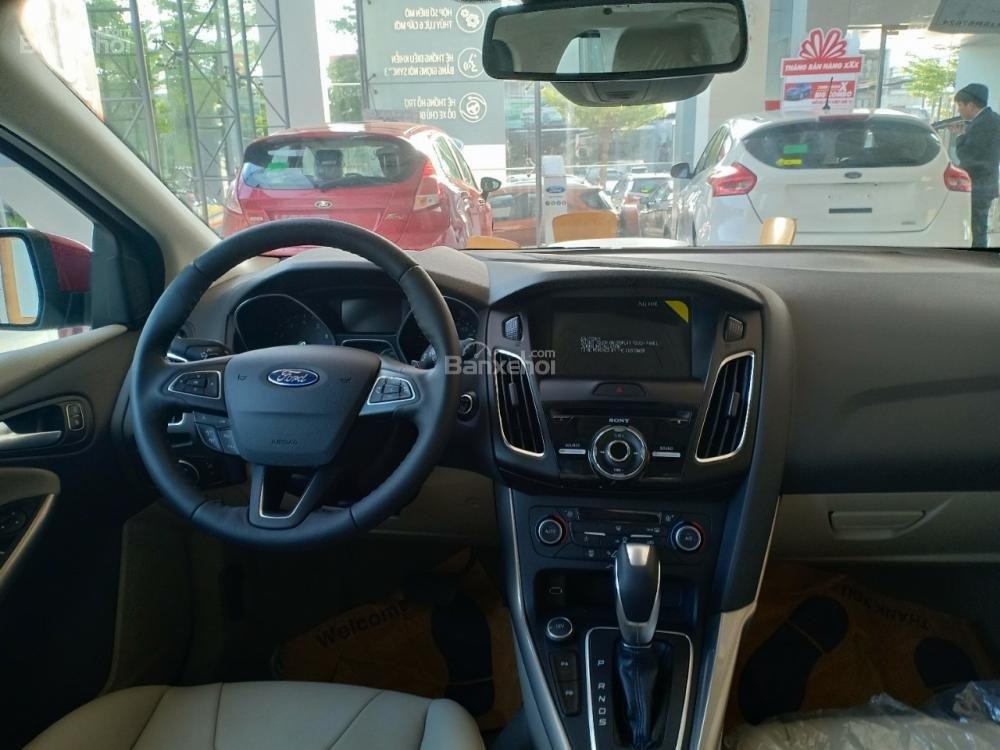 Bán Ford Focus, giá giảm sâu, quà tặng trị giá 113 triệu, liên hệ ngay Xuân Liên 0963 241 349-3