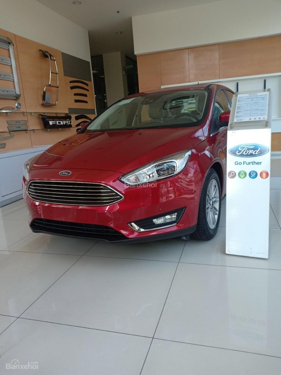Bán Ford Focus, giá giảm sâu, quà tặng trị giá 113 triệu, liên hệ ngay Xuân Liên 0963 241 349-5