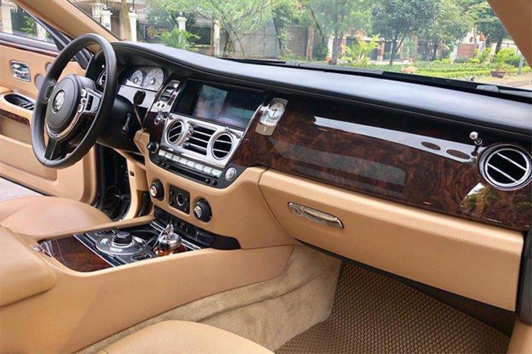 Rolls-Royce Ghost dùng 7 năm thét giá 11 tỷ 7