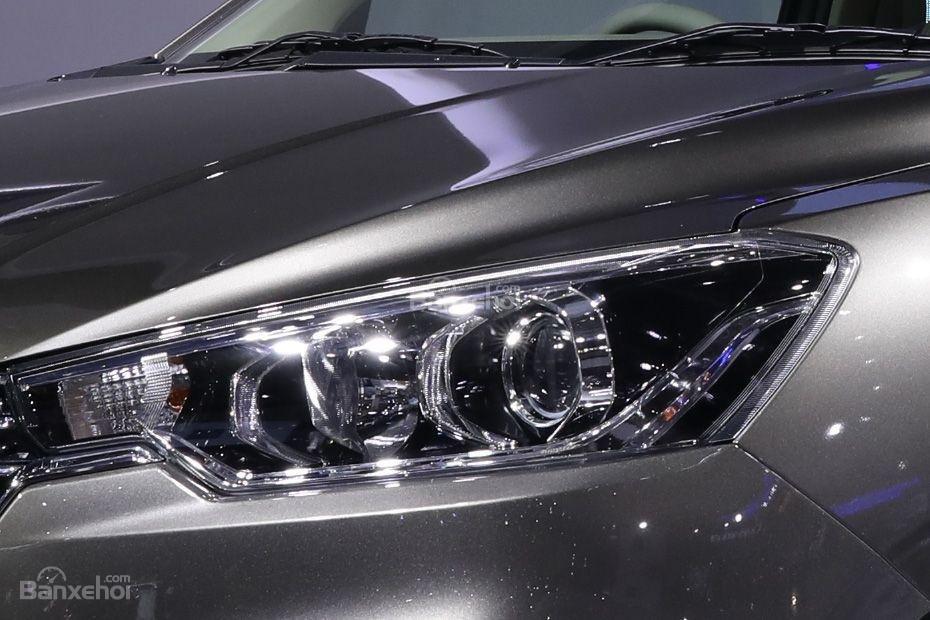 Đánh giá xe Suzuki Ertiga 2018: Đèn pha.