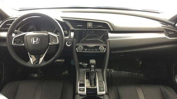 Dù đắt tiền hơn nhưng cabin của Honda Civic 2018 lại nhỏ hơn Chevrolet Cruze 2018 một chút 3
